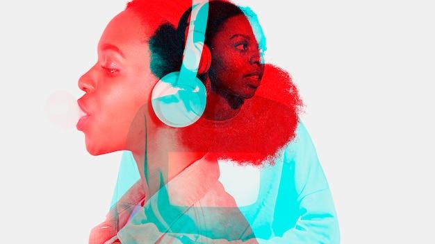 Frau, die musik im doppelten farbbelichtungseffekt hört