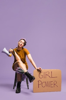 Frau, die pappgleichstellung der geschlechter und kopienraum