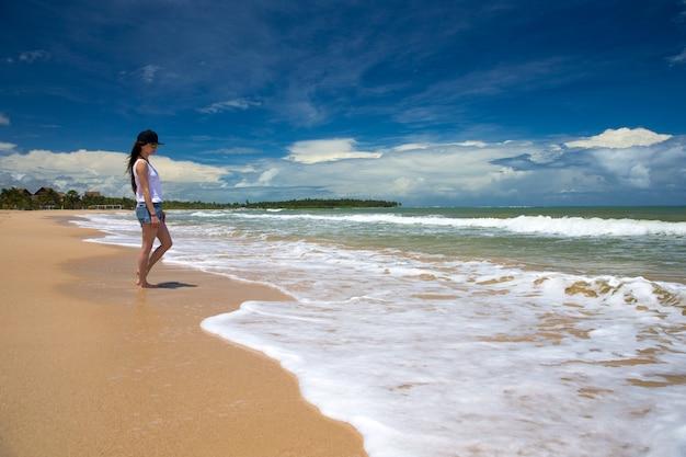 Frau entspannen am strand