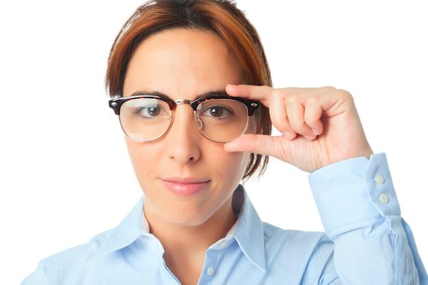 Frau ernst und schwarzen brille tragen