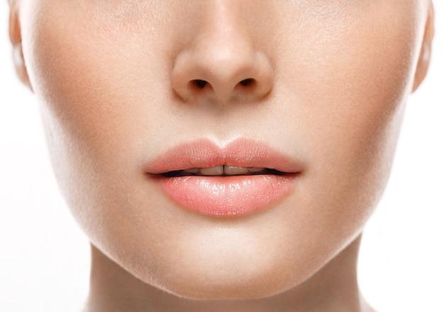 Frau gesicht lippen und nase studio weißen hintergrund nahaufnahme close
