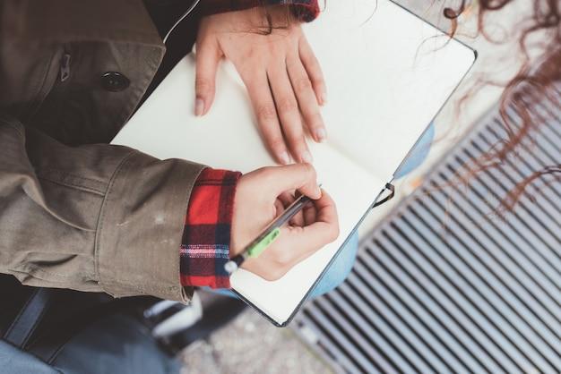 Frau hände schreiben