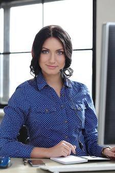 Frau im büro