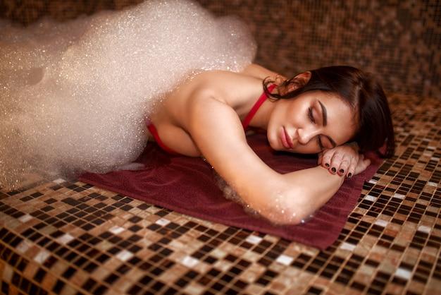 Frau im schaum, türkisches bad, hamam