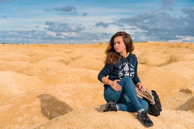 Frau im wüstenporträt