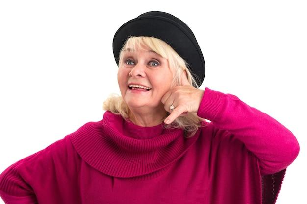 Frau imitiert telefonanruf freundliche alte dame isoliert, die mich anruft