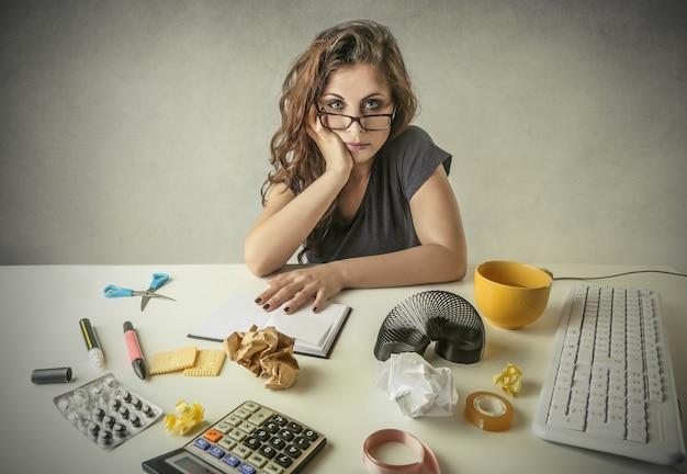 Frau in einem büro
