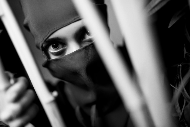 Frau in einem ninja-kostüm