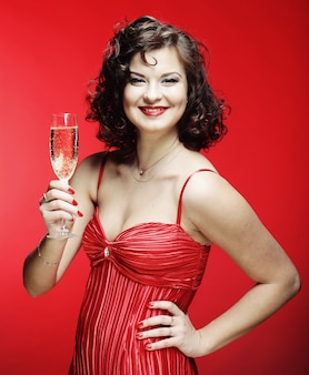 Frau in einem roten kleid