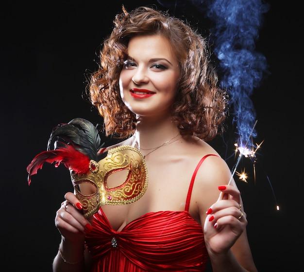 Frau in einer karnevalsparty
