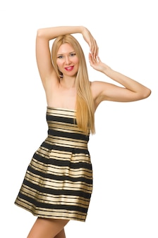 Frau in gestreiftem gold und in schwarzem kleid lokalisiert auf weiß