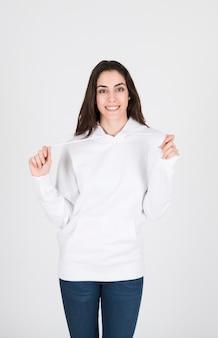 Frau in weißer kleidung