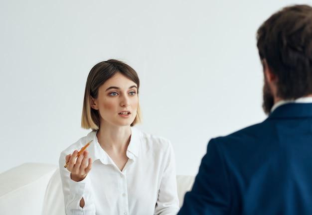 Frau konsultiert patientenpsychologie gesundheitsprobleme stress