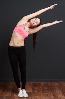 Frau macht fitness
