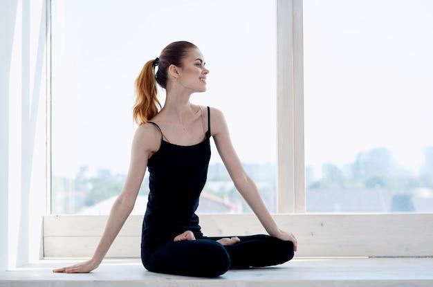 Frau macht yoga-übung ruhige meditation