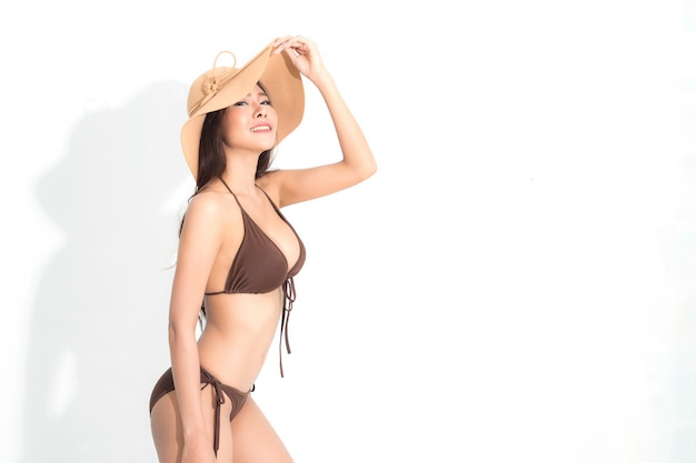 Frau mit bikini. sommer-modefotografie.