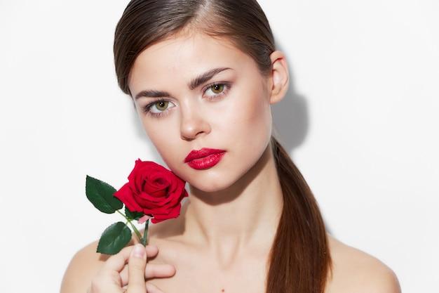 Frau mit blume rote lippen stieg charme luxus