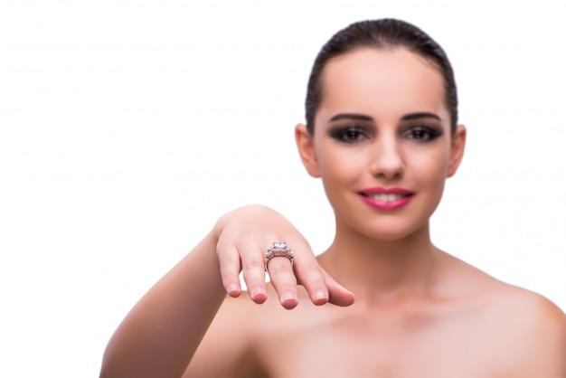 Frau mit dem schmuckzubehör lokalisiert auf weiß