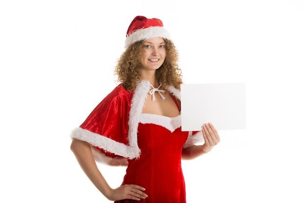 Frau mit einem sankt-kostüm mit einem schild