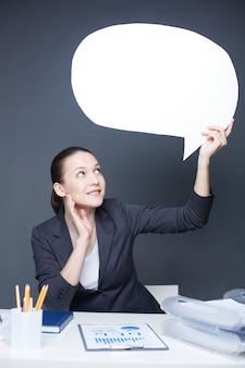Frau mit einer sprechblase
