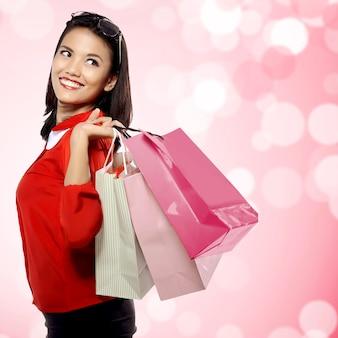Frau mit einkaufenbeuteln