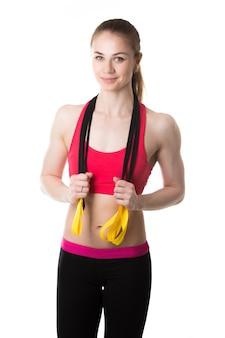 Frau mit elastischen bändern