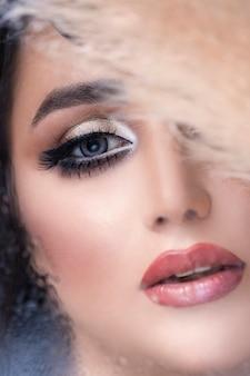 Frau mit elegantem augen make-up