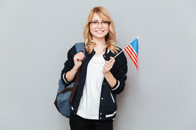 Frau mit flagge