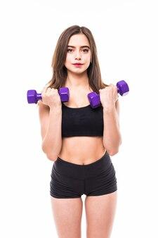 Frau mit großen augen lokalisiert mit fitness-fitness-konzept