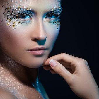 Frau mit künstlerischem make-up