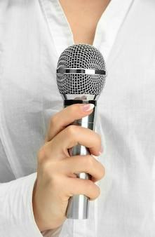 Frau mit mikrofon, nahaufnahme
