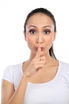 Frau mit schweigezeichen