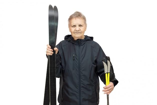 Frau mit skis auf einem weißen hintergrund