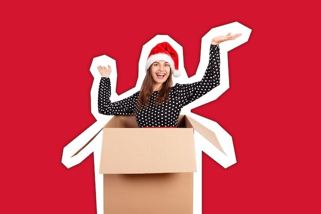 Frau mit weihnachtsmütze. frohes neues jahr-konzept.