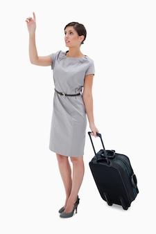 Frau mit wheely tasche ein taxi anrufend