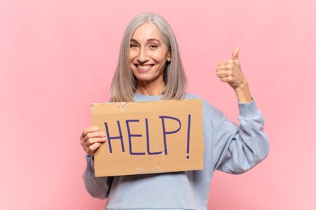 Frau mittleren alters mit hilfezeichen