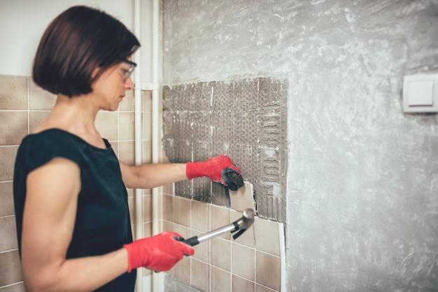 Frau renovierung küche