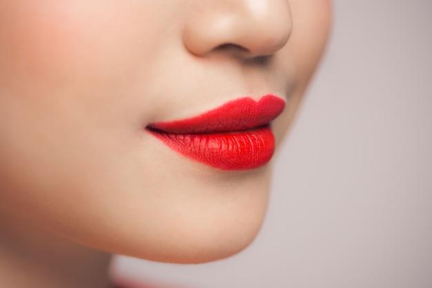 Frau rote lippen nahaufnahme
