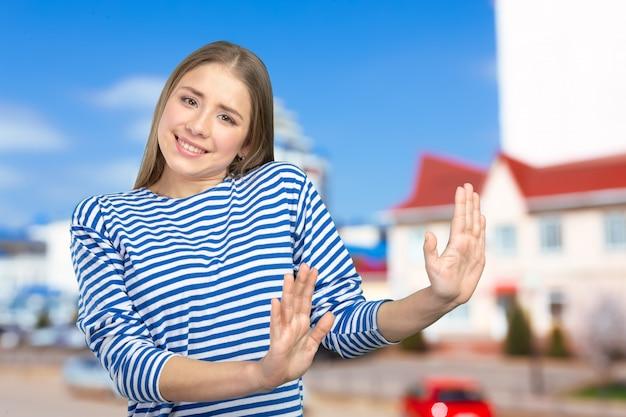 Frau sagt aufhören