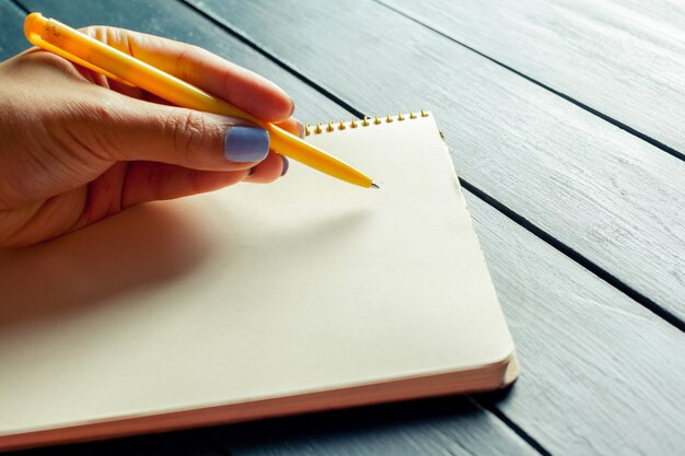 Frau schreiben
