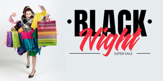 Frau süchtig nach verkauf und kleidung, schwarze nacht, verkaufskonzept