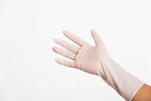 Frau trägt und legt hand auf weißen chirurgischen medizinischen handschuh aus gummilatex für arzt