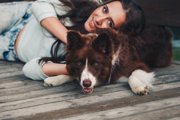 Frau und ihr hund