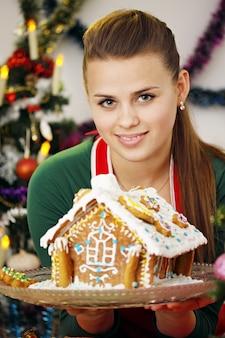 Frau und lebkuchenhaus