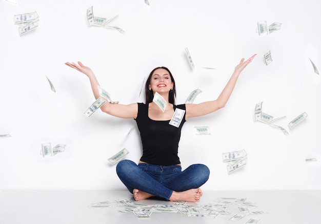 Frau unter geldregen, lotterie-jackpot, erfolg