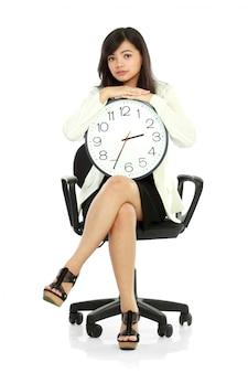 Frau wartet