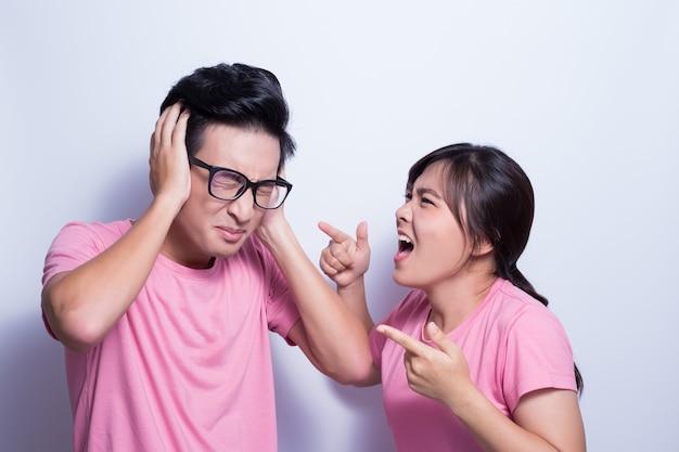 Frau wütend auf ihren freund