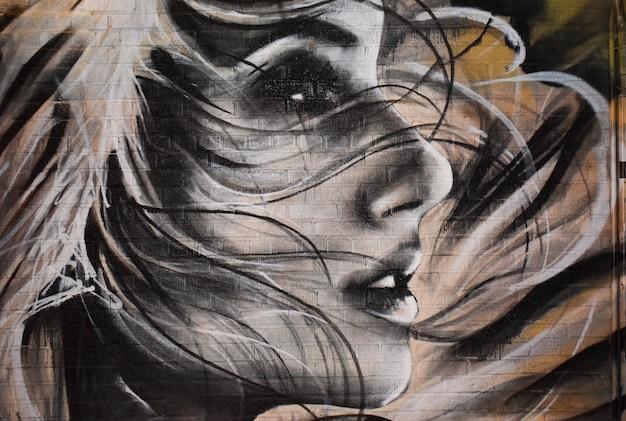 Frau zeichnen wand
