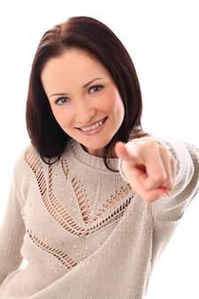 Frau zeigt mit dem finger auf dich