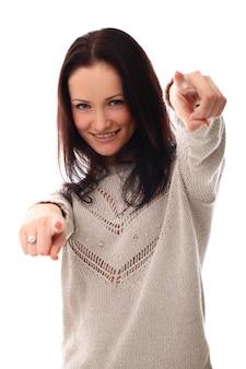 Frau zeigt mit den fingern auf dich